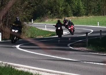 Policisti pozivajo motoriste k povečani previdnosti v prometu
