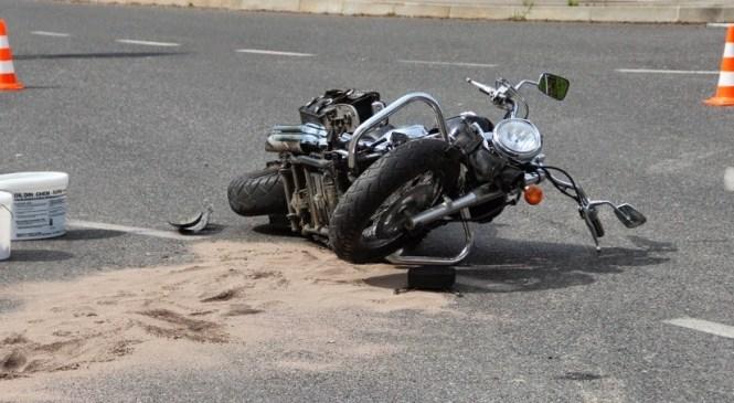 Na bok zaradi prehitre vožnje in nesreča motorista
