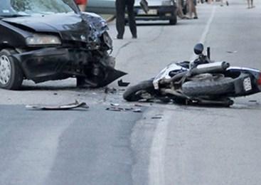 V prometni nesreči hudo poškodovan 32-letni motorist