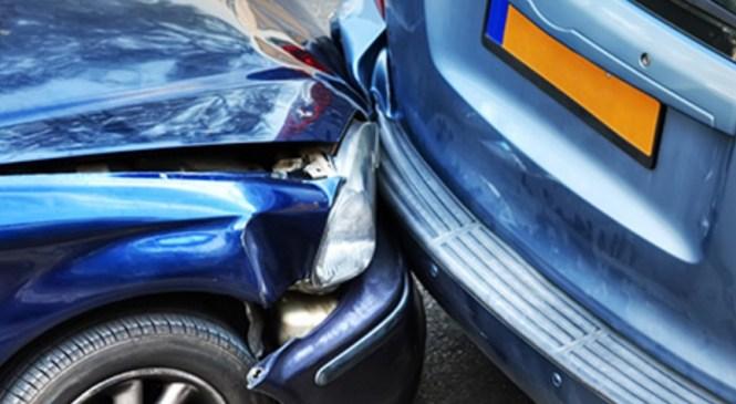 Voznik zaradi prekratke varnostne razdalje trčil v vozilo pred seboj