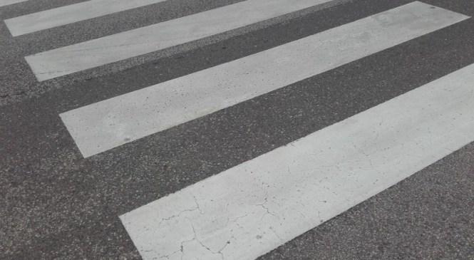 72-letna voznica osebnega vozila trčila v pešca