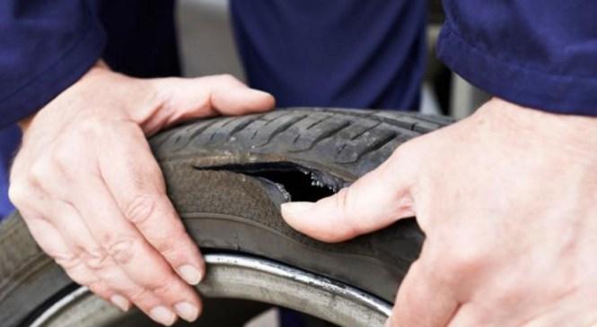 Lesce: Zapeljal v drog javne razsvetljave; Na avtocestnem počivališču tujcu predrl pnevmatiko