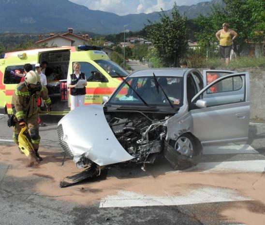 V hudi prometni nesreči umrl otrok