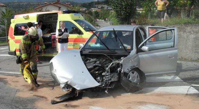 V prometni nesreči umrl voznik tovornega vozila
