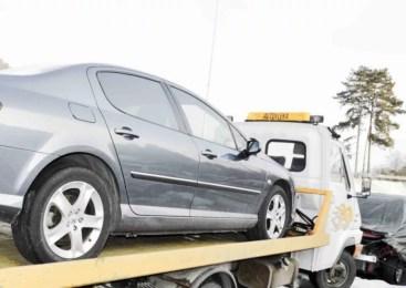 Zaradi vožnje brez vozniškega dovoljenja policisti zasegli osebno vozilo