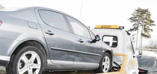Policisti vozniku zasegli osebno vozilo