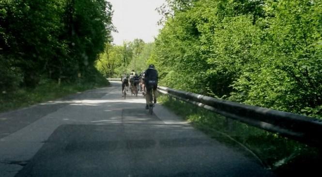 V več nesrečah udeleženi kolesarji in motoristi
