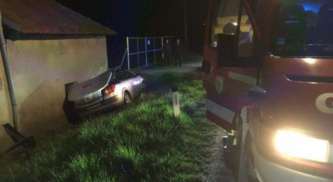 Voznica z dobrimi tremi promili alkohola v krvi povzročila prometno nesrečo