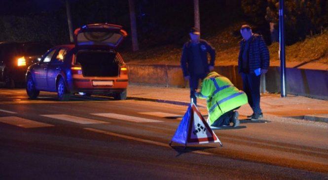 Voznica povzročila prometno nesrečo s hudimi telesnimi poškodbami in s kraja odpeljala