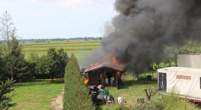 V požaru na Tolminskem zgorela lesena lopa