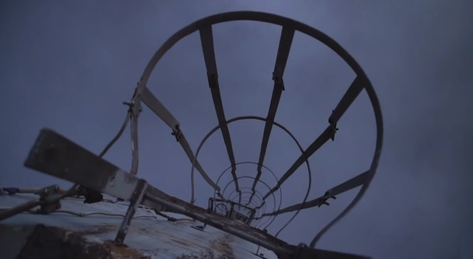 VIDEO: Angleži so splezali na najvišji dimnik v Evropi, v Trbovljah! Poglejte to pokrajino!