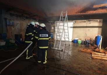 V petkovem požaru na Tolminskem huje poškodovan 67-letni občan