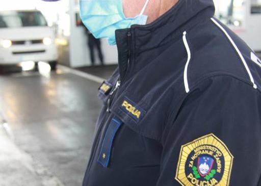 Policisti v skrbi za ljudi tudi v teh dneh aktivno opravljajo naloge na terenu