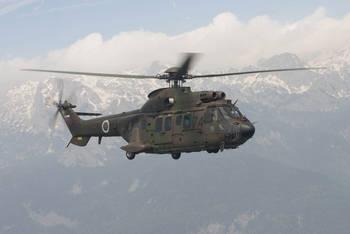 Gorski reševalci s helikopterjem reševali dva planinca