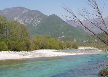 Iz reke Soče na Tolminskem odstranili predelano eksplozivno sredstvo