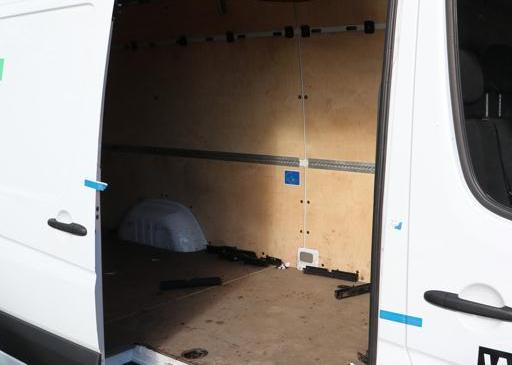 V kombiju prevažal dvajset tujcev, ki so nezakonito prestopili državno mejo