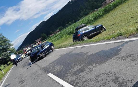 V Domžalah prišlo do naletnega trčenja treh vozil