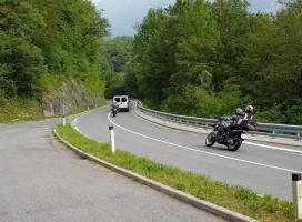 V prometni nesreči udeležena dva motorista