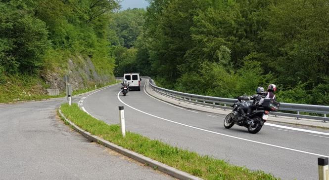 Gorenjski policisti opozarjajo motoriste na previdnost v prometu