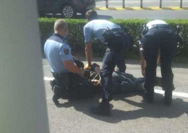 Nasilneža napadla policista