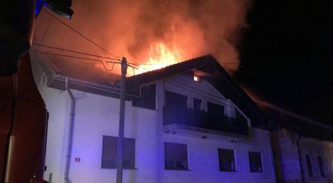 V Dolini zagorelo ostrešje stanovanjske hiše, mansarda uničena
