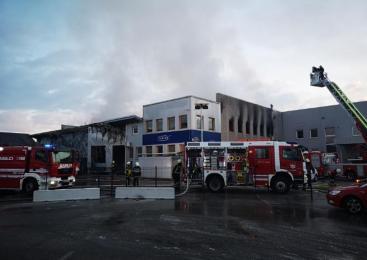 Na območju Biča zaradi požara gasilci evakuirali prebivalce bližnjih hiš