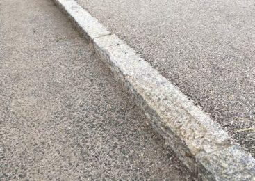 Voznica oplazila peško na pločniku, slednja utrpela hude poškodbe