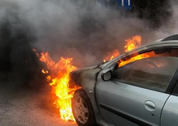 V okolici Nove Gorice zagorelo osebno vozilo