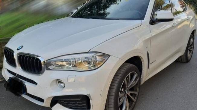 Vandali uničili osebno vozilo znamke BMW X5 in povzročili za 50 tisočakov škode