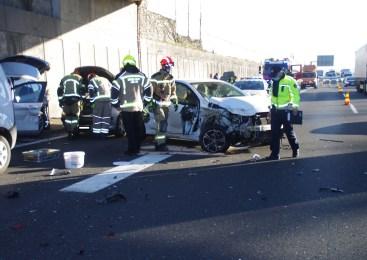 V prometni nesreči na Zaloški cesti v Ljubljani, udeleženih več vozil