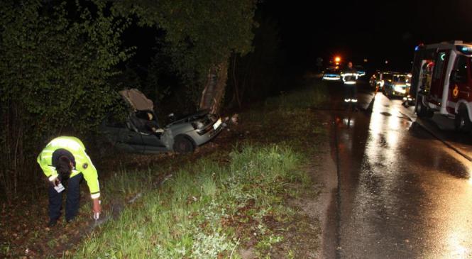 18 in 19-letnik poškodovana v prometni nesreči