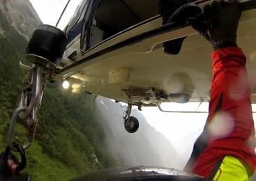 Ekipa za helikoptersko reševanje v gorah rešila otroka, ki je padel
