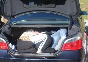 V prtljažniku vozila prevažala tri državljanke Kitajske