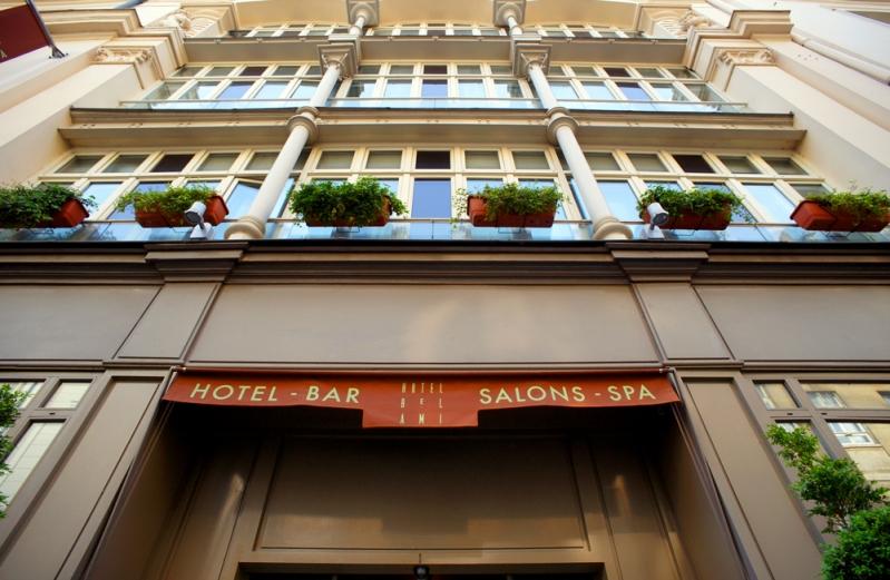 Hotel Bel AMi facade