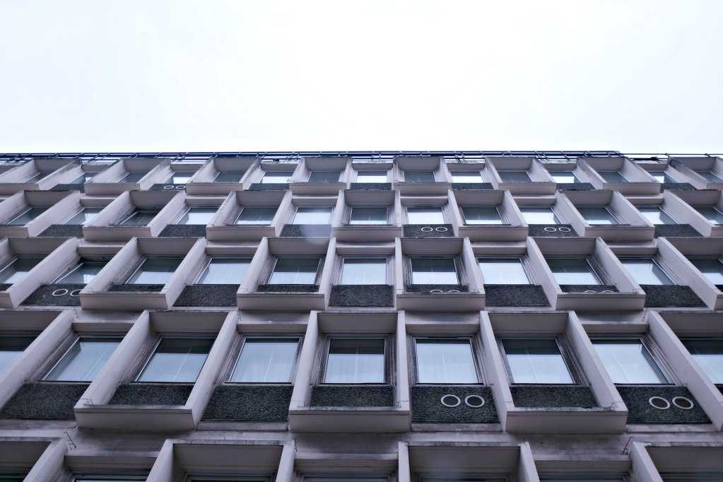 Picture of the outside of hte hotel and the brutalist architecture.