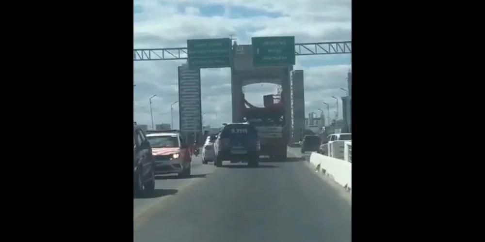 Motorista foge de abordagem policial, em Juazeiro, e motiva uma perseguição na Ponte Presidente Dutra na tarde de hoje (21)