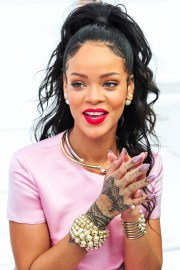 rihanna matte lipstick and ponytail