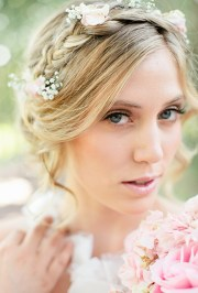 summer bridal hairstyles with flowers