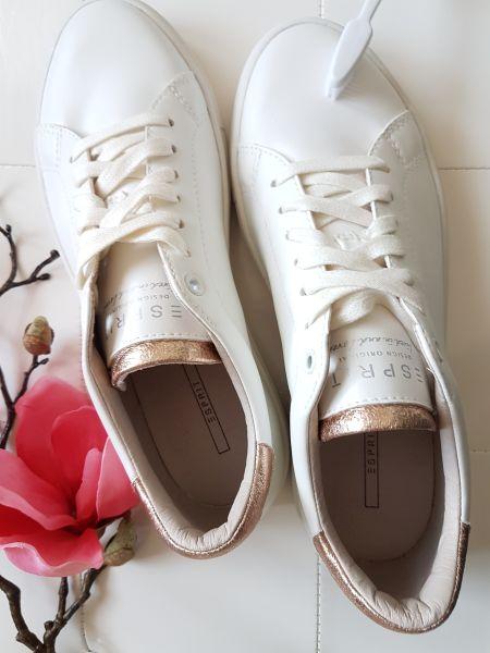 Weiße Sneakers pflegen