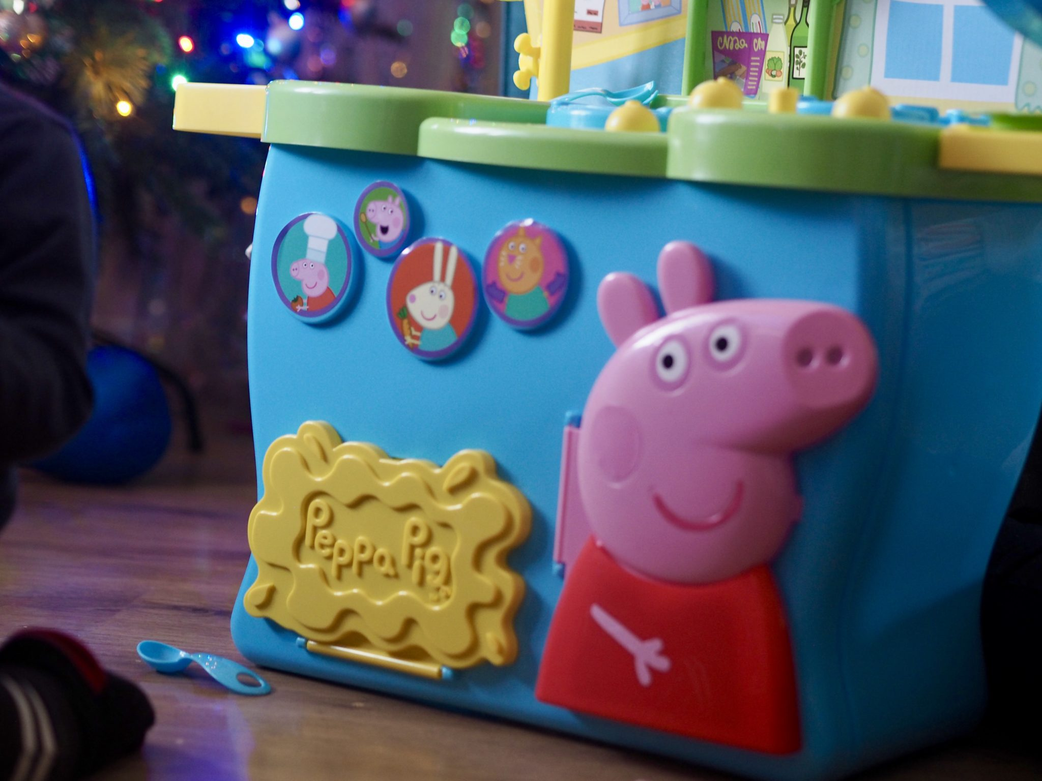 Peppa Pig Kitchen review - pretty big butterflies