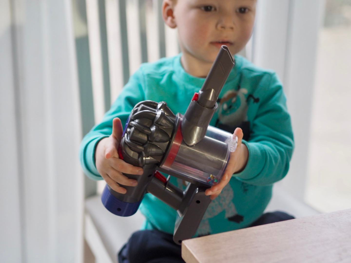 Casdon Toy Dyson Cord-free Vacuum Cleaner Review
