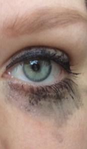 met uitgelopen make-up