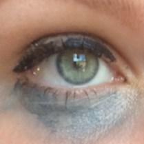 met concealer op uitgelopen make-up