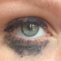 met huidkleurige oogschaduw