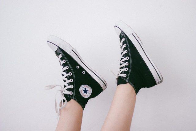 Bedrijf biedt schoenen aan voor sollicitatiegesprek