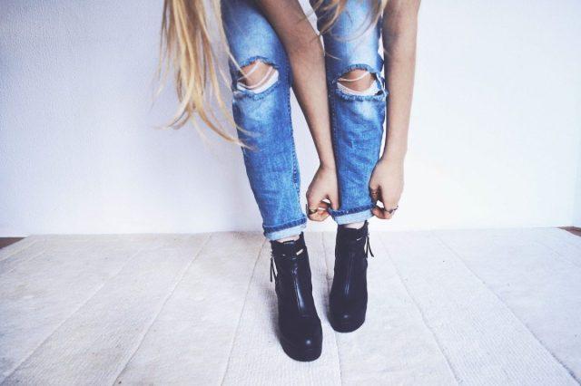 Toch wel een spijkerbroek met gaten op het werk?