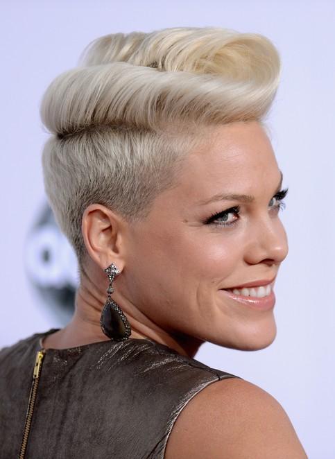 Quiff Hairstyle Female : quiff, hairstyle, female, Pompadour, Quiff, Hairstyles, Women, Pretty, Designs