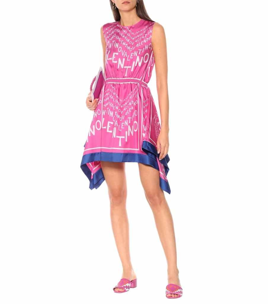 ružove hodvábne šaty značky Valentino