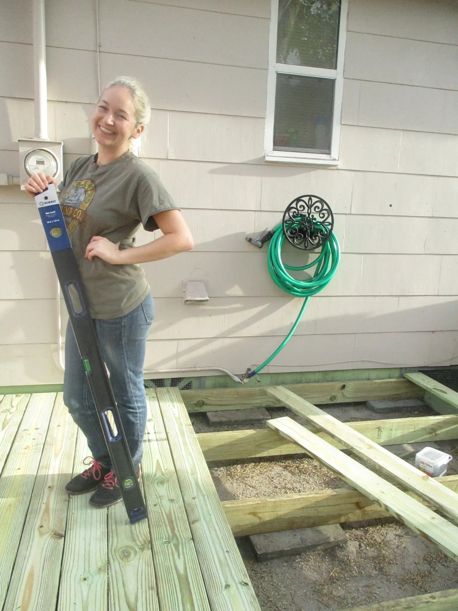 how this mom built a floating deck for cheap during naptime