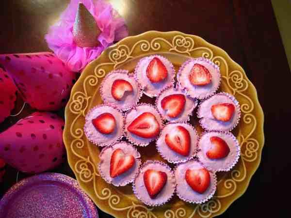 Mini Strawberry Vegan Cheesecakes
